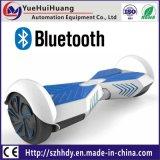 El superventas Hoverboard eléctrico con 6.5 pulgadas de neumático y luz y Bluetooth del LED