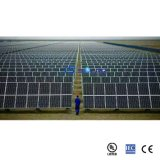Um painel de potência solar policristalino da classe 290W