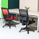 Kintig熱い販売法の新しい方法簡単な様式のSohoのオフィス用家具の黒の網の旋回装置のオフィスの椅子