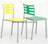 Gaststätte, die Stuhl, stapelbaren Plastikstuhl speist