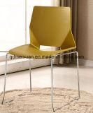 椅子(M-X3078)を論議する現代会合