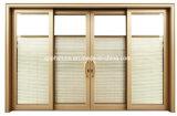 開放された引き戸または折れ戸か押しまたはガラスブラインド間のが付いているキャビネットドア