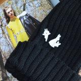 Nette weiße des Decklack-Tanzen-Kaninchen-u. Übel-zwei Kaninchen kleben Broschen