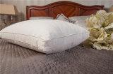 枕羽によって詰められるスリープ枕のまわりのカスタム最上質の羽毛