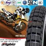 道のオートバイのタイヤを離れたエチオピアの市場4.10-18