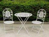 錬鉄の庭の表および椅子