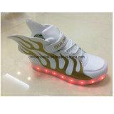 Chaussures occasionnelles de sport de la mode des enfants avec des espadrilles d'éclairages LED, taqueuses