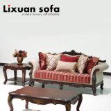 標準的なファブリックソファーは居間のための木フレームの旧式な愛シートの古典的な椅子とセットした