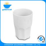 Tasse blanche potable simple de porcelaine de soins de santé
