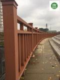 100*100mmの木製のプラスチック合成の塀の柵