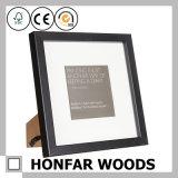 Schwarzer stehender hölzerner Abbildung-Foto-Rahmen für Geschenk