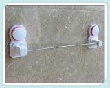 Plank van de Badkamers van het chroom de Muur Opgezette met het Spoor van de Handdoek