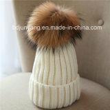 ニットレアルファーPOM POM添付かぎ針編みのファンシー暖かい帽子