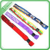 Wristbands di vendita caldi della scheda di identificazione degli adulti tessuti abitudine con Bukle di plastica o d'acciaio