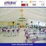 La tienda más nueva de la boda con el trazador de líneas de la decoración, techo, cortina