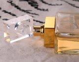 Les parfums boisés se renversent le jet de parfum pour le parfum générique de femmes
