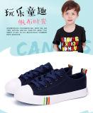子供010のためのスポーティで平らなズック靴