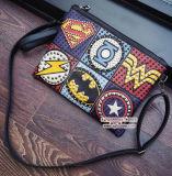 China Großhandels-PU-lederne Dame-Abzeichen-Handtasche-Farben-Zusammenstoß-Handtaschen-Fonds mit verziertem Sy8120