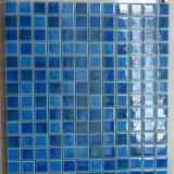 Simlpe Bruch glasig-glänzender blauer Swimmingpool