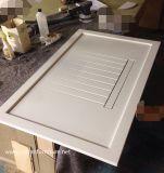 Couper dedans le dessus extérieur solide acrylique de Corian poli par taille