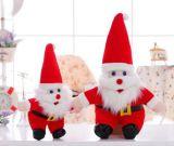 Le père noël a bourré/doucement le jouet de /Plush pour Noël