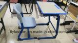 Única mesa com jogo da tabela da sala de aula da cadeira dos PP