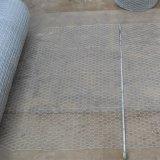 重い電流を通された六角形の金網か金網の網