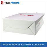 Роскошная хозяйственная сумка белой бумаги с красным логосом