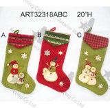Bas de bonhomme de neige avec la décoration tricotée de Manchette-Noël