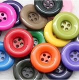Botón del poliester de los orificios de la ropa 4 del alto grado de la fábrica