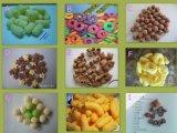Linha da transformação de produtos alimentares dos petiscos do milho