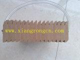 Lamellenförmig angeordnetes Skirtingboard mit einer Plastikkarte