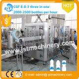 Terminar a água mineral automática que faz a máquina de enchimento