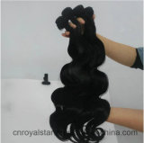 Tirón en tirón de las mujeres de la extensión del pelo en onda de la carrocería de la extensión del pelo