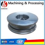 Processando as peças de maquinaria da precisão na venda