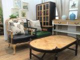 華奢なアーム椅子の時代物の家具