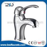 Les robinets de lavabo en laiton économiques choisissent le mélangeur de robinet de bassin de poignée