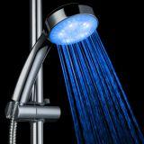 Chuveiro em mudança do banheiro dos acessórios do banheiro da cor redonda do diodo emissor de luz