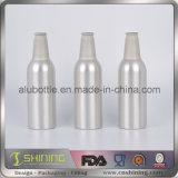 La birra di alluminio della bottiglia con molti colora