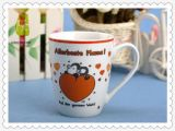Tasse de café ronde de porcelaine blanche avec l'étiquette