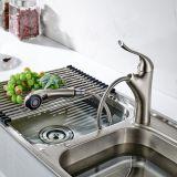 Trekt het het Geborstelde Nikkel/Chroom van Flg Messing de Kranen van de Tapkraan van de Gootsteen van de Keuken terug