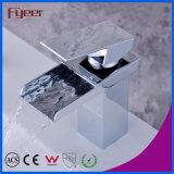 Fyeerのクロム不足分アークの長方形の口の単一のハンドルの滝の浴室の洗面台の水栓水混合弁