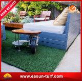 정원 여가를 위한 인공적인 뗏장 잔디를 정원사 노릇을 하기