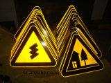 交通標識の反射物質的な使用の道ハイウェイ