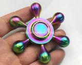 O girador de cobre da mão com brilho de seis braços