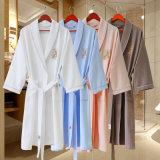 De aangepaste Witte Badjas van de Kwaliteit van het Hotel van de Luxe met het Embleem van het Borduurwerk