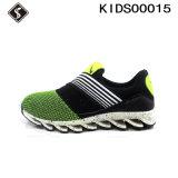 Chaussures de course sportives d'injection d'enfants avec des chaussures d'injection