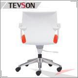 Moderner Möbel-Stab sitzt Büro-Stuhl mit Plastikrückseite vor (DHS-PU21)