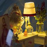 Mooi Houten Stuk speelgoed met de Bal van het Glas aan Dekking