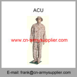 I militari del camuffamento del Vestiti-Acu-Terreno boscoso della Vestito-Polizia dell'esercito combattono l'uniforme